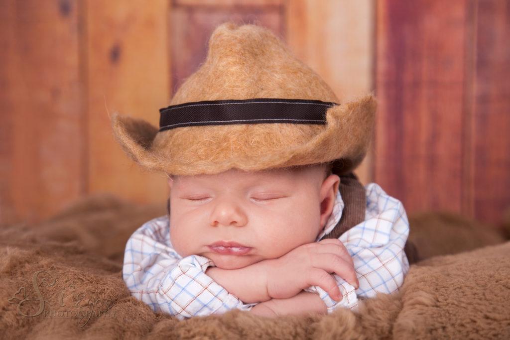 neugeborenes kowboy fotoshooting