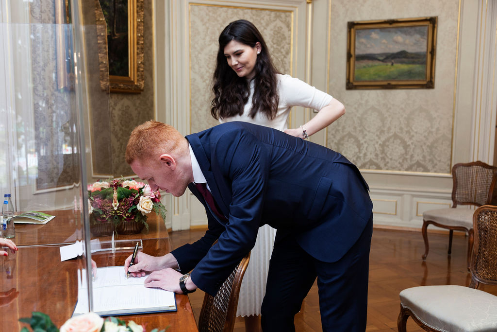 Bräutigam Zeichen Hochzeit Vertrag