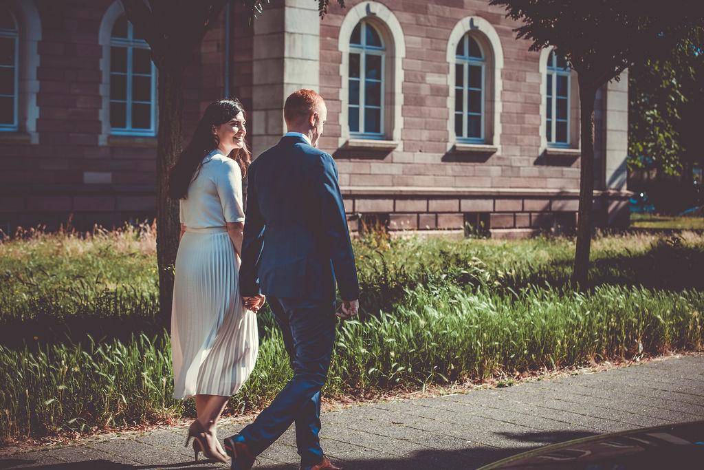 Brautpaar Hand in Hand