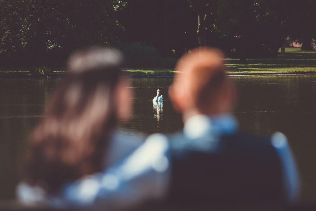 Shootings zur Hochzeit in der schönen Natur am See in Karlsruhe.